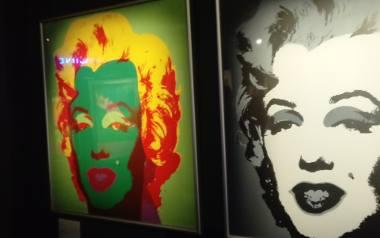 Zobacz dzieła Andy'ego Warhola i Salvadora Dalego przed wystawą. Kanapę, puszkę od zupy, opakowanie od lizaka [ZDJĘCIA]