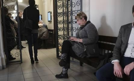 """Dziennikarka Celina N. została przez Sąd Rejonowy w Brodnicy skazana na rok więzienia za przywłaszczenie ok. 20 tys. zł """"babci Jadzi""""."""