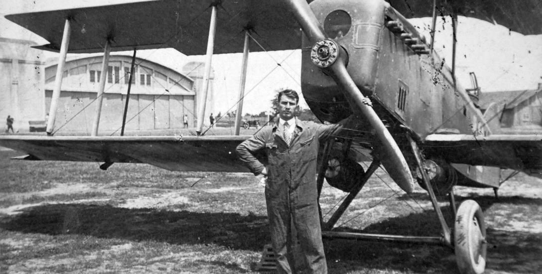 19 lipca 1932 r. w Dęblinie kapral Kazimierz Dwornik usiadł za sterami samolotu Potez XV i wylądował na Ukrainie. Chciał osiedlić się w ZSRR. Jednak