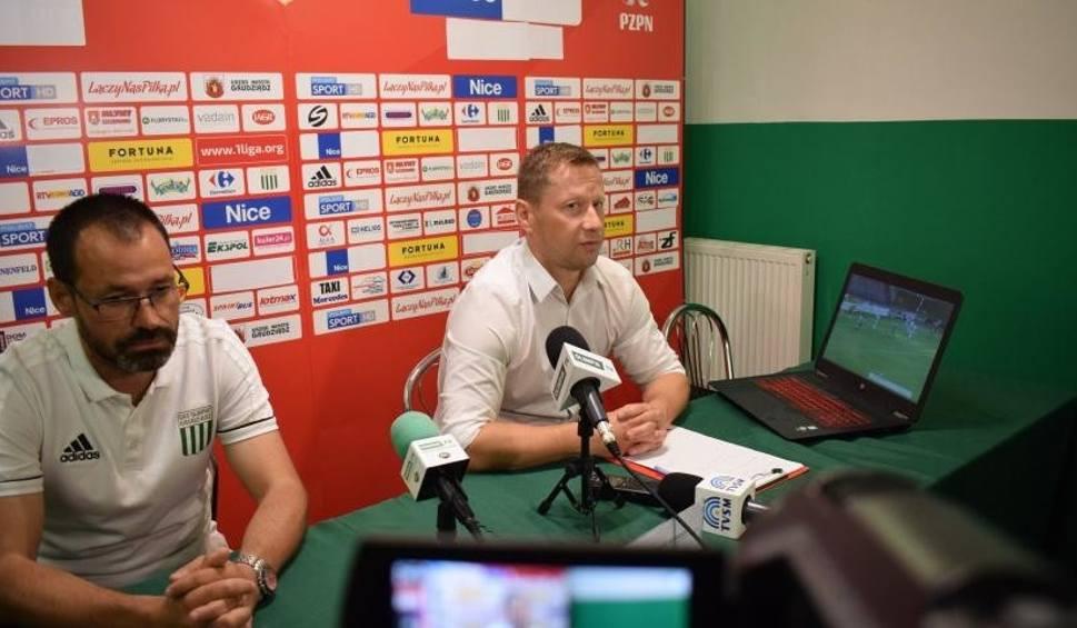 Film do artykułu: Konferencja prasowa po meczu Olimpii Grudziądz z Radomiakiem. Trener zielonych Dariusz Banasik przyszedł z laptopem