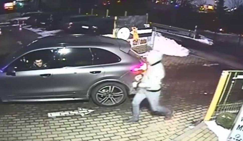 Film do artykułu: Ukryli na parkingu w Gdańsku skradzione w Niemczech Porsche. Rozpoznajesz ich? Skontaktuj się z policją [wideo]