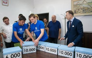 Łukasz Gibała złożył wniosek o przeprowadzenie referendum w Krakowie. Poparło go 86 tysięcy krakowian.