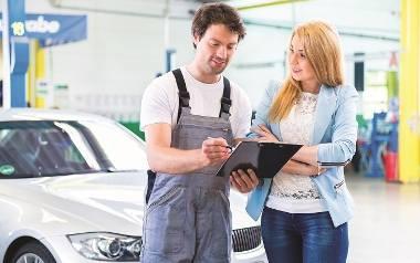 Top5 najczęstszych pytań o auto, jakich może się spodziewać kobieta w warsztacie samochodowym.Sprawdź na kolejnych slajdach