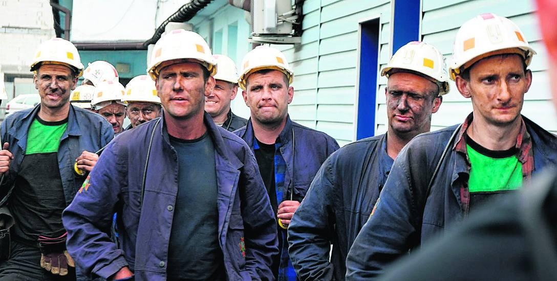 Ratowników w Zofiówce chcą wesprzeć marynarze z robotami. Akcja ratownicza 3 górników wstrzymana przez wodę