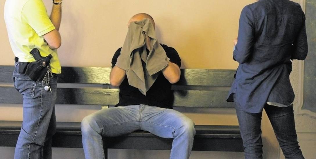 """W czerwcu 2011 r. doradca Mariusz T. został zatrzymany przez policję, sąd go aresztował. Obecnie doradca finansowy odpowiada z """"wolnej stop"""