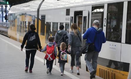 Urzędnicy obiecują zakup większych składów, by w pociągach do Kudowy było luźniej
