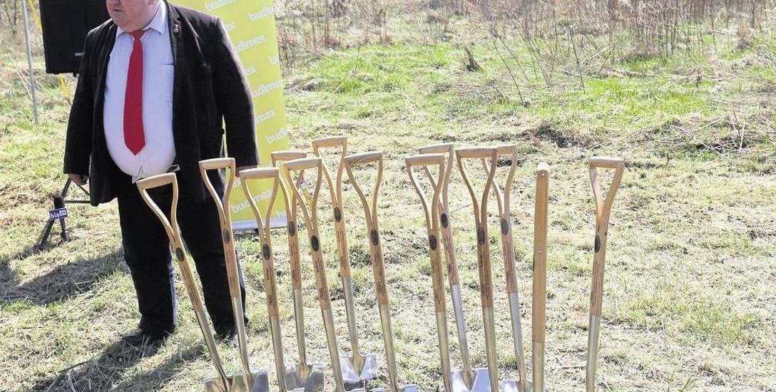 Józef Sulima, dyrektor Podlaskiego Zarządu Dróg Wojewódzkich, na placu rozpoczętej w środę budowy obwodnicy Księżyna. To najnowsza inwestycja drogowa