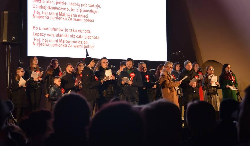 Film do artykułu: Wspólne śpiewanie tarnowian na 100-lecie niepodległości [ZDJĘCIA, VIDEO]
