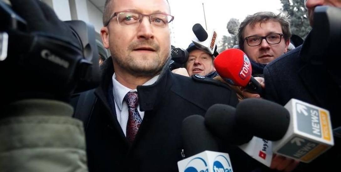 """Sprawa sędziego Pawła Juszczyszyna to pierwszy przykład, jak mogą działać przepisy z ustawy """"kagańcowej"""". Został zawieszony w czynnościach za to, że"""