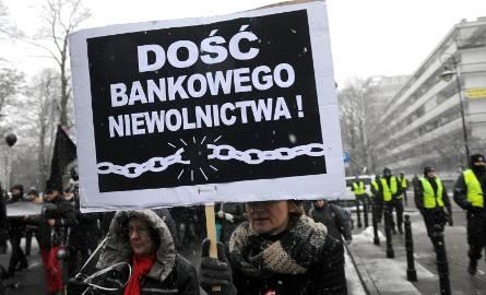 Sąd Apelacyjny wskazał jedynie na dwa możliwe scenariusze: utrzymanie kredytu w PLN z oprocentowaniem dowolnie ustalonym przez strony albo istnienie