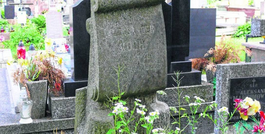 Aleksander Koch zmarł w 1922 r. Został pochowany na Cmentarzu Farnym.
