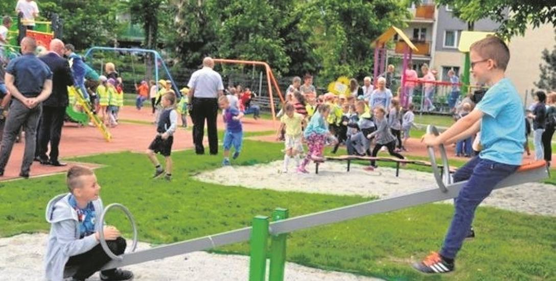 Dzięki aktywności mieszkańców zrealizowano kilka inwestycji z budżetu obywatelskiego, jak plac zabaw na os. Wojska Polskiego