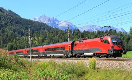 Pociąg austriackiej linii Railjet.