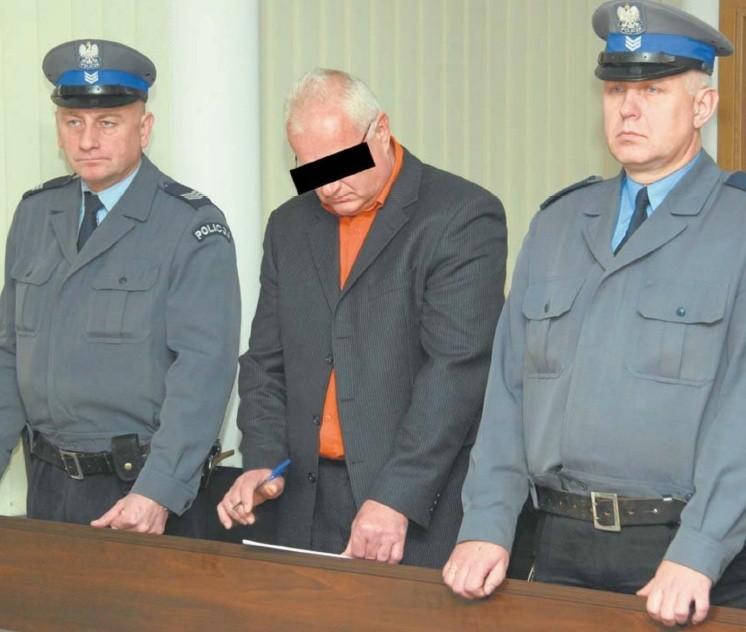 """Janusz W., czyli """"Siara"""", zaprzeczał, że polecił zabić Jana P., ale było zbyt dużo dowodów na jego winę."""