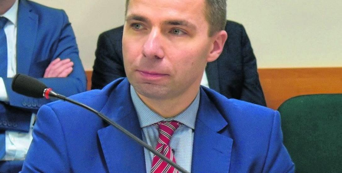 Starosta Grzegorz Garczyński podkreśla, że zmiany w budżecie były konieczne, by zapisać większe oszczędności na szpital