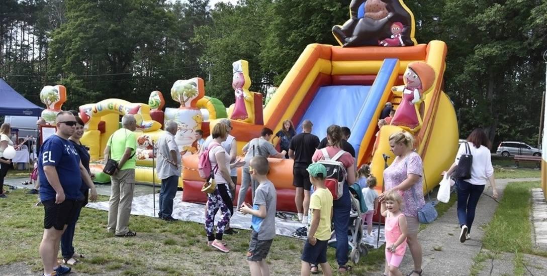 W minioną sobotę w SP nr 4 w Żaganiu odbył się festyn rodzinny. Szkoła jako jedyna w mieście nie ma placu zabaw.