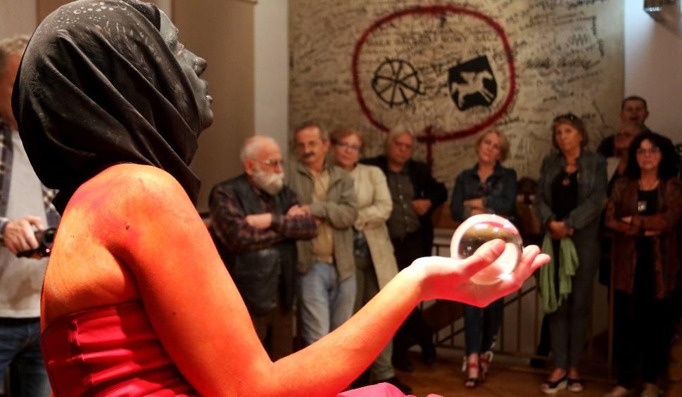 Film do artykułu: Nie ma wolności bez solidarności. Performance na XXVI Małym Festiwalu Form Artystycznych