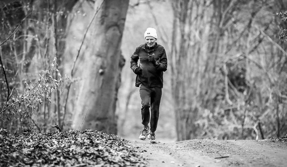 Film do artykułu: Biegacze chcą uczcić pamięć zmarłego kolegi. Zapraszają do biegu
