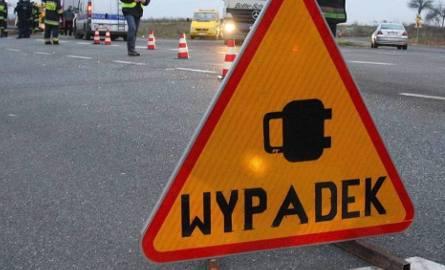 Wypadek na trasie Poznań - Wrocław. Na drodze krajowej nr 5 w miejscowości Zamysłowo zderzyły się dwa samochody ciężarowe i jeden osobowy.