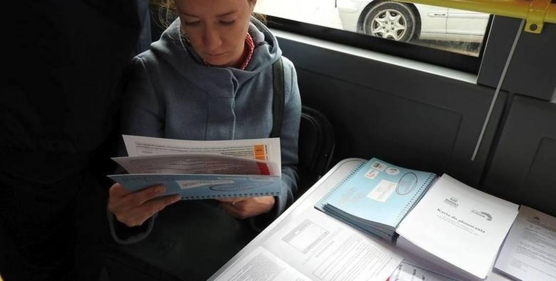 W Białymstoku głos w budżecie obywatelskim oddać  możan było min,. w miejskim autobusie. I dostać za to krówkę.