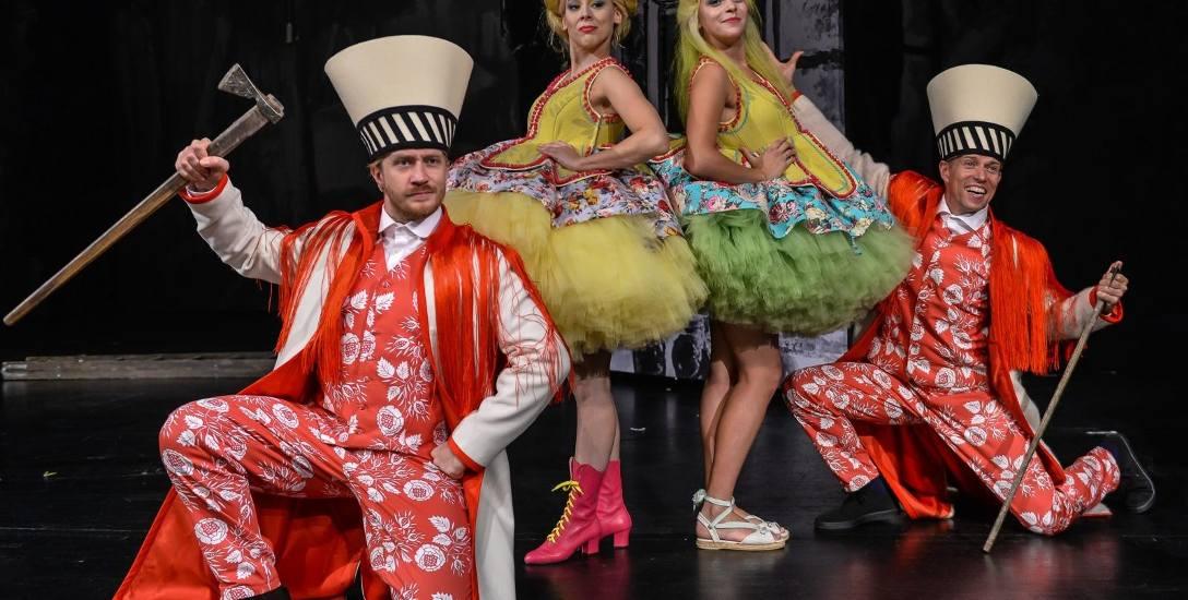 Zdjęcie z próby. W rolę Bryndasa wcielą się Krzysztof Kowalski i Tomasz Więcek, Basię zagrają Ewa Walczak i Maja Gadzińska