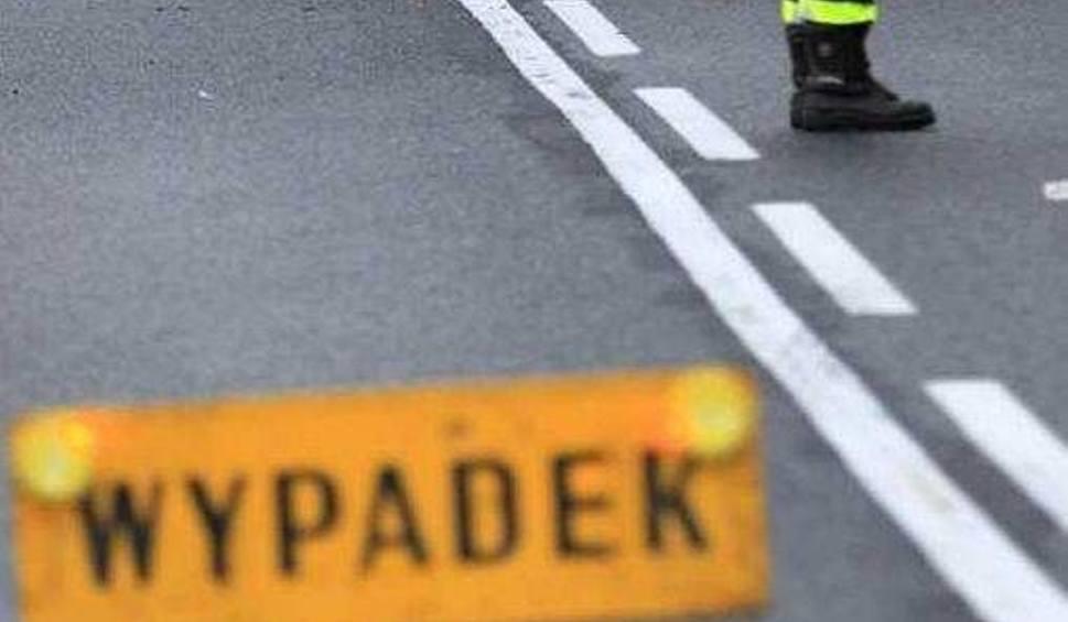 Film do artykułu: Wypadek w Odrzywole. Pijany kierowca wymusił pierwszeństwo, pasażerka ranna