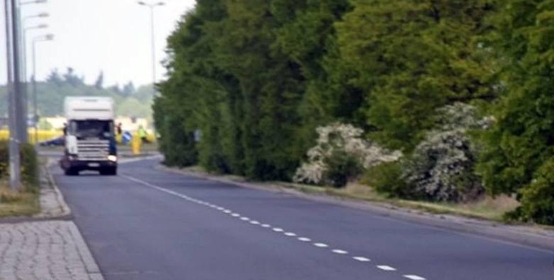 Na długiej prostej niejeden kierowca nie chce pamiętać o ograniczeniu prędkości do 50 km/h