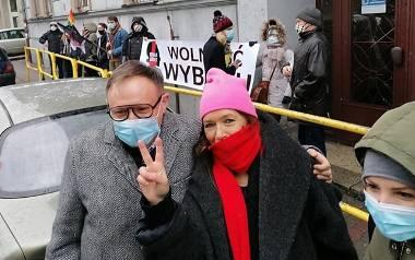Nauczyciel z Tarnowskich Gór dziś znów przed komisją dyscyplinarną za strajk kobiet. Kuratorium ma podjąć decyzję