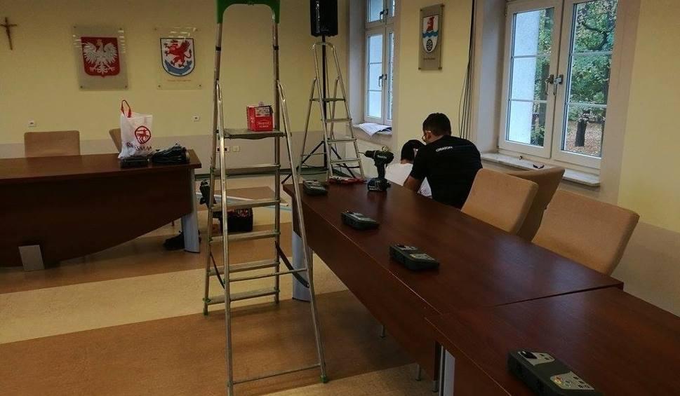 Film do artykułu: W starostwie montują urządzenia do transmisji obrad sesji radnych powiatowych