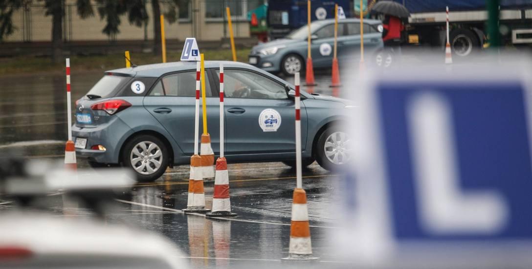 Aby uprzedzić te zmiany, należy zdać egzamin na tyle szybko, aby prawo jazdy odebrać przed 4 czerwca. Dlatego w podkarpackich WORD-ach i szkołach nauki