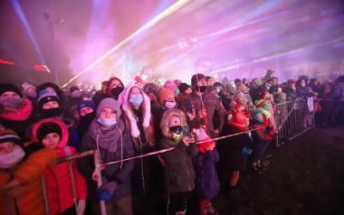 Park Słupna w Mysłowicach zamienił się w Park Światła i przyciągnął tłumy gości.Zobacz kolejne zdjęcia. Przesuwaj zdjęcia w prawo - naciśnij strzałkę