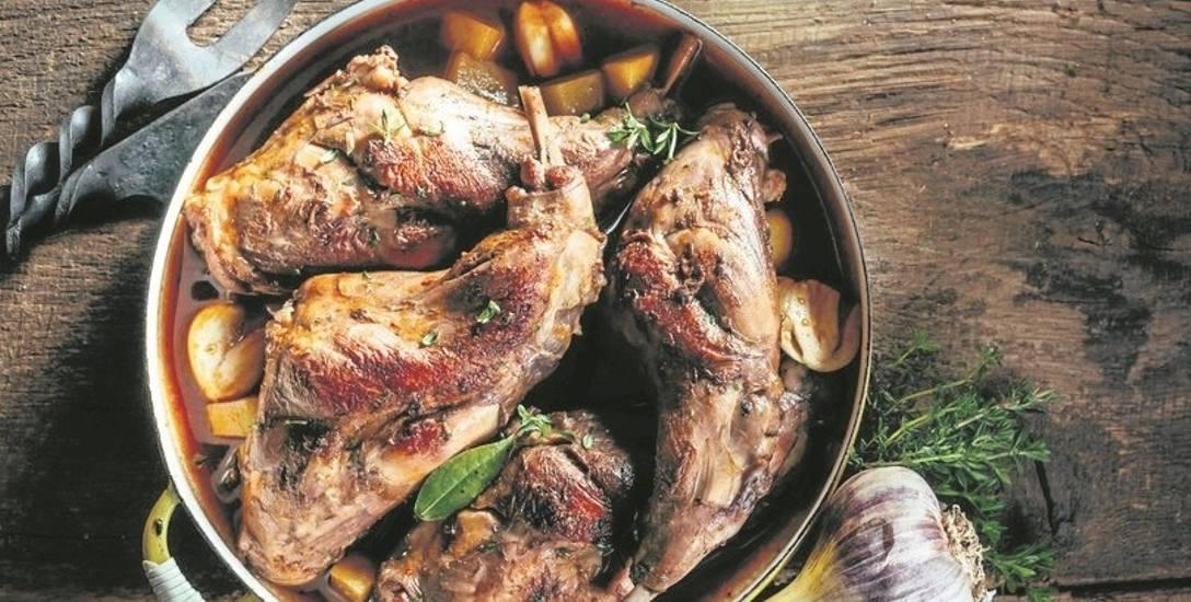 Życie ze smakiem. Pieczony królik w ziołach i śmietanie