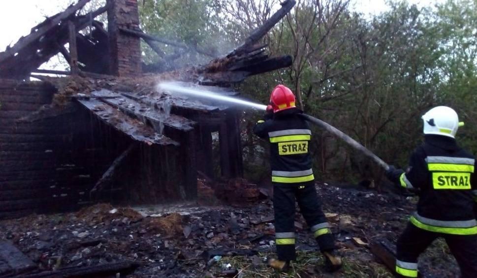 Film do artykułu: Pożar w Iwaniskach. W płomieniach stanął drewniany dom