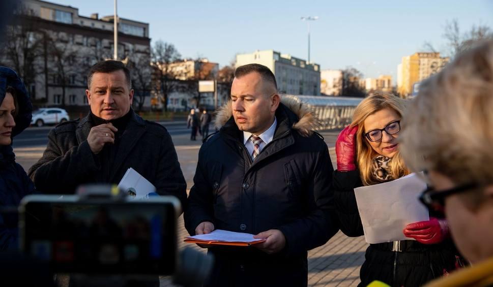 Film do artykułu: Radni PiS i Młodzież Wszechpolska apelują do prezydenta Białegostoku o wycofanie się z gigantycznych podwyżek cen biletów komunikacji