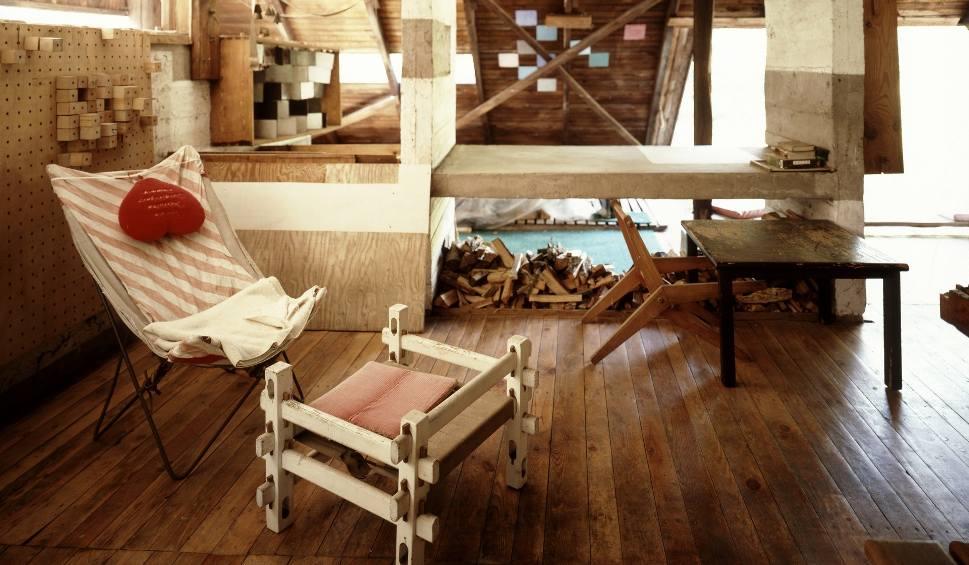 Film do artykułu: Dom Oskara Hansena w Szuminie: Anna Dudzińska prezentuje dom wykonany z najprostszych materiałów DOBRZE ZAPROJEKTOWANE