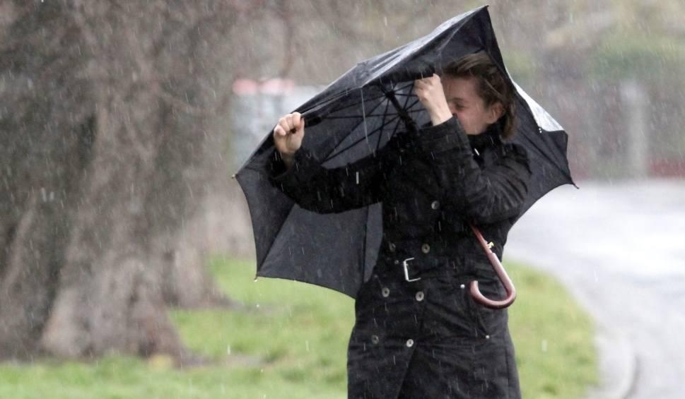 Film do artykułu: Uwaga! W Śląskiem może ostro wiać! Ostrzeżenie przed silnym wiatrem w sobotę i niedzielę, 8-9 grudnia WIDEO + ZDJĘCIA