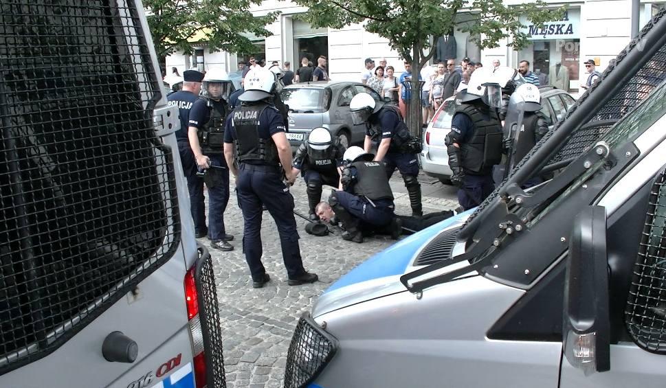 Film do artykułu: Kilka razy interweniowała policja. Użyto gazu, są zatrzymani [WIDEO]