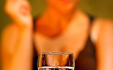Badania pokazują, że wykształcone kobiety piją więcej alkoholu