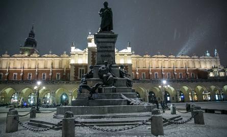 Według danych zRejestru mieszkańców Krakowa w2016roku nieznacznie spadła liczba mieszkańców, a dokładniej o371 osób. Spadek dotyczył mieszkańców