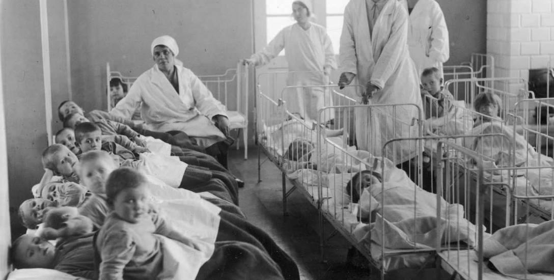 Pod koniec międzywojennego dwudziestolecia liczba urodzeń dzieci zaczęła znacząco spadać. By temu przeciwdziałać, m.in. zakładano żłobki