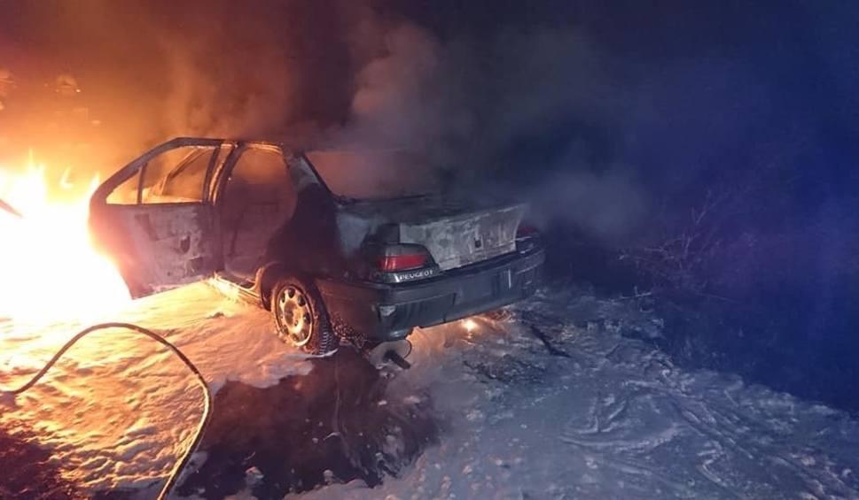 Film do artykułu: W Wiślince spłonął samochód osobowy. Pożar wybuchł w nocy 3.11.2018. Ogień gasili strażacy z OSP Wiślina i JRG Pruszcz Gd. [zdjęcia]