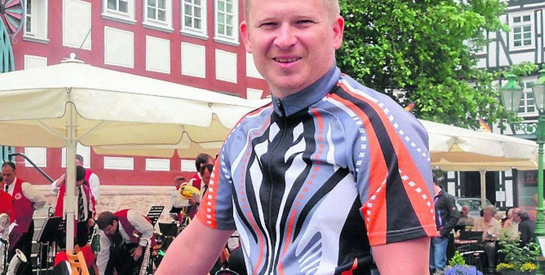 Wyprawy rowerowe to pasja Piotra Wiśniewskiego. Codziennie będzie pokonywał ponad 100 km wioząc sakwy o wadze 20 kg.
