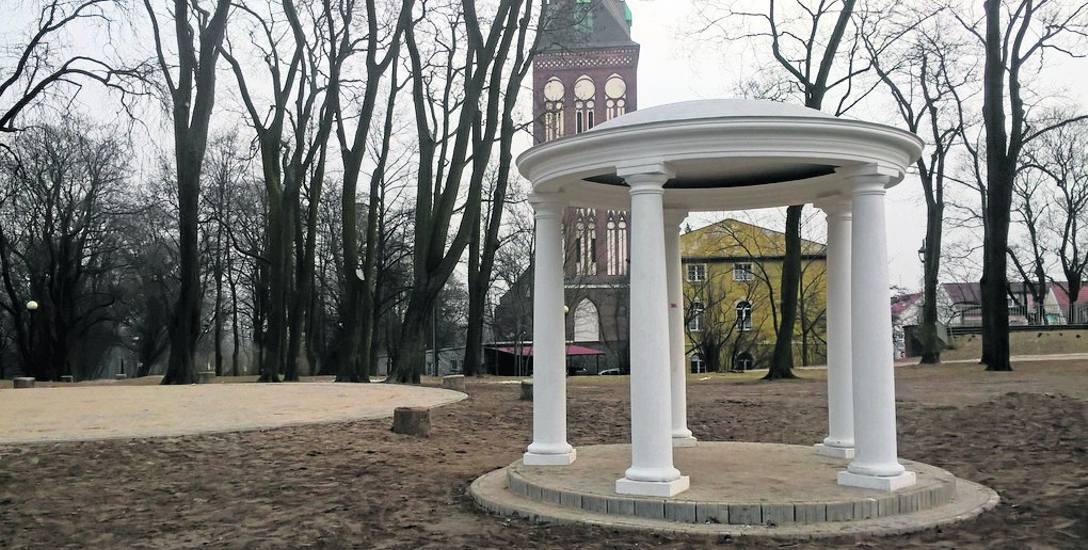 Glorietta w parku Chrobrego była realizowana w ramach Stargardzkiego Budżetu Obywatelskiego. Kontrowersje budziła najpierw jej wielkość, a później koszty.