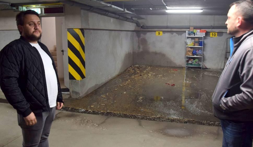 Film do artykułu: Pęknięta rura i fekalia w garażu. Mieszkańcy Witosa 97 w Kielcach kontra deweloper (ZDJĘCIA, WIDEO)