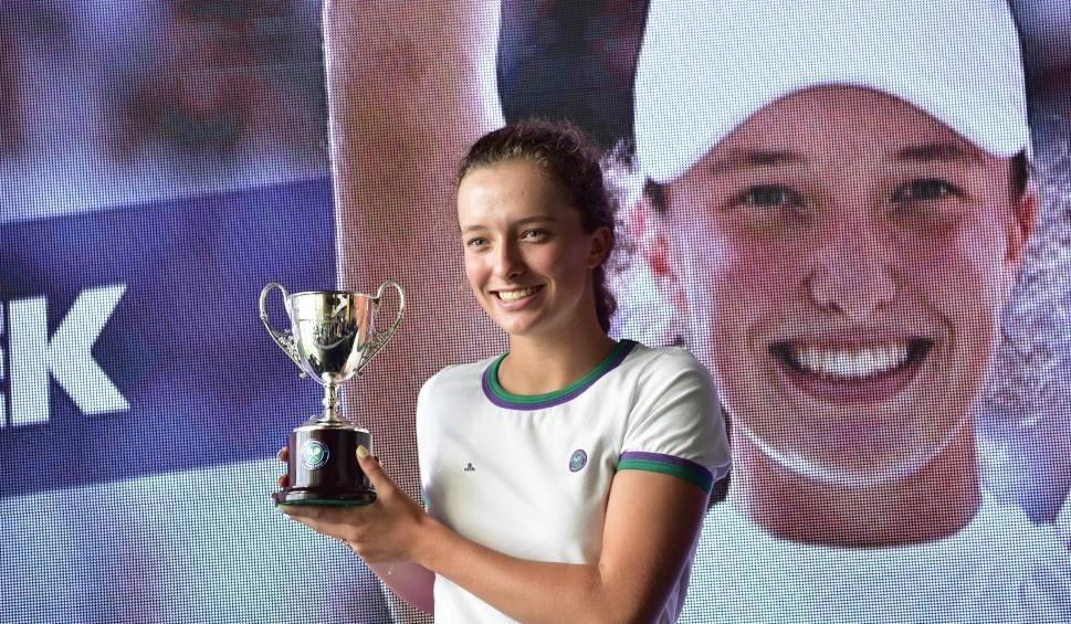 Film do artykułu: Australian Open. Wymarzony debiut Igi Świątek, Polka pokonała w pierwszej rundzie Rumunkę Anę Bogdan