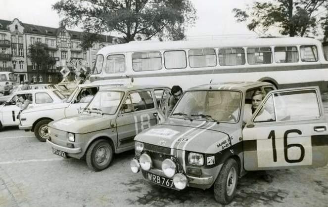 """Rajner Szic (z prawej) ścigał się z powodzeniem """"maluchem"""", a w 1983 roku obawiać musieli się go właściciele mocniejszych aut"""