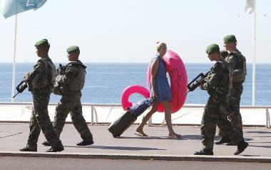Patrol żołnierzy na Promenade des Anglais