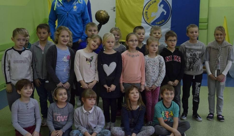 Film do artykułu: Mikołajki z Patrykiem Walczakiem z Vive Tauron Kielce! (WIDEO, ZDJĘCIA)