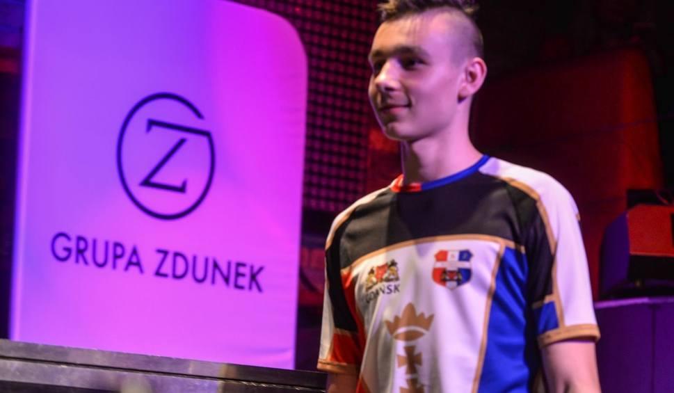 Film do artykułu: Żużlowiec Zdunek Wybrzeża Gdańsk złamał obojczyk. Młodzieżowiec ma być jednak gotowy do startu ligi