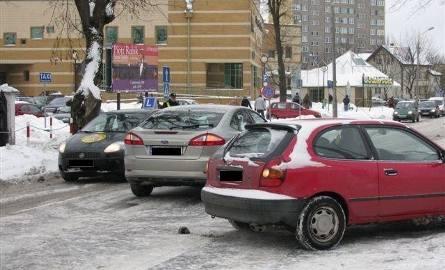 Potrącenie na Inwalidów Wojennych. Ford uderzył w ostrołęczankę (zdjęcia)